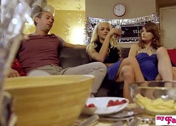 Tres hermanos celebran el fin de año con un trío incestuoso
