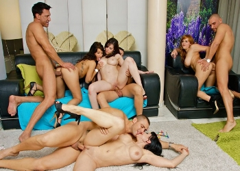 Nekane monta una orgía con sus mejores amigas del porno