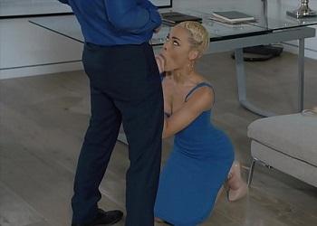 Rubia ninfómana no puede controlarse con su psiquiatra