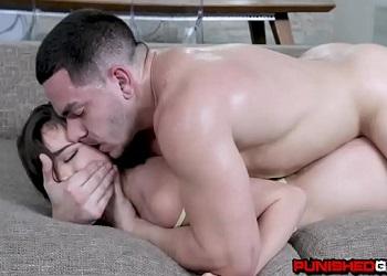 Ashley Anderson tiene un novio al que le va el sexo muy duro