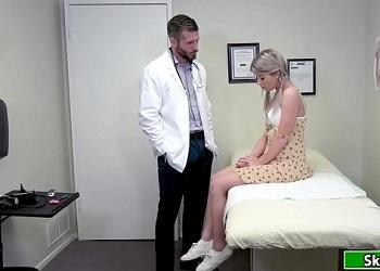 Jovencita está asustada por el coronavirus y va a ver a su doctor