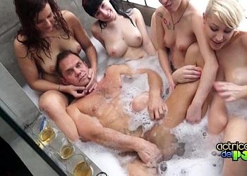 Un día entero de sexo duro dentro de la mansión de Nacho Vidal