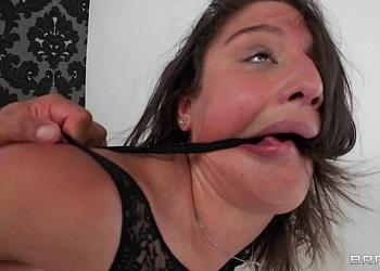 Abella Danger sufre sexo salvaje durante un casting porno